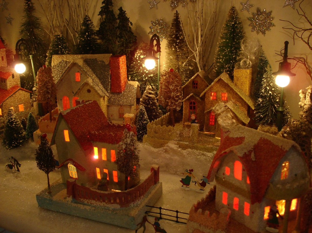 Antique Cardboard Christmas House (100K)