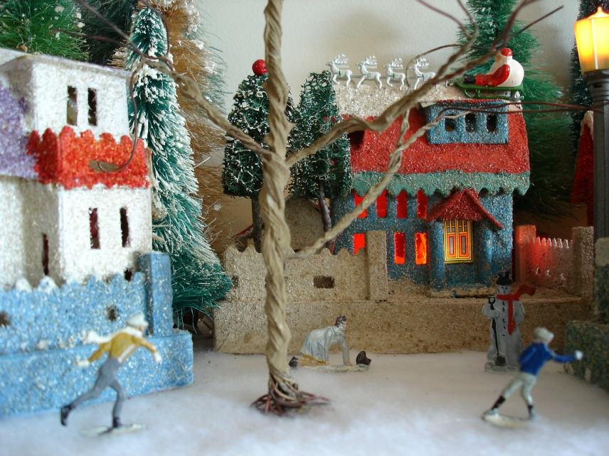 Antique Cardboard Christmas House (250K)